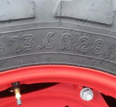 Marcaje neumático de tractor en pulgadas