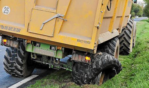 Reventón de un neumático de remolque agrícola